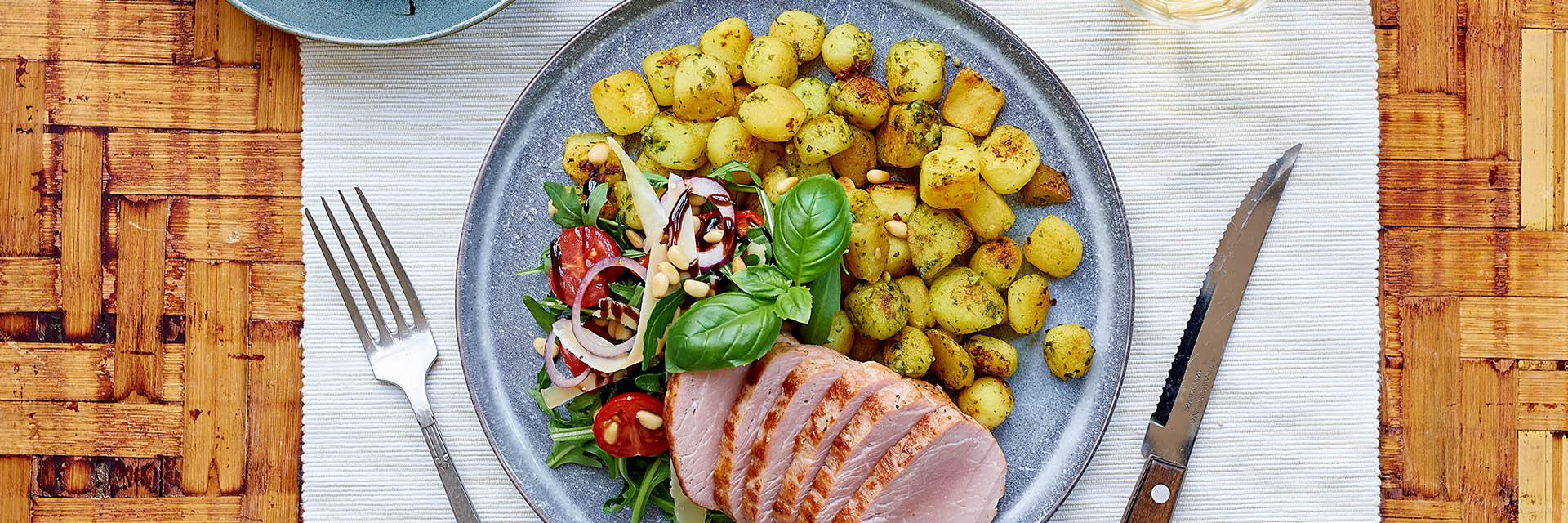 Varkenshaast met Mini Krieltjes in pesto en frisse salade